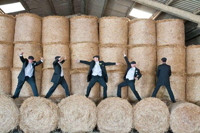 14 Must-take Groomsmen Photos! 'Strike a pose'