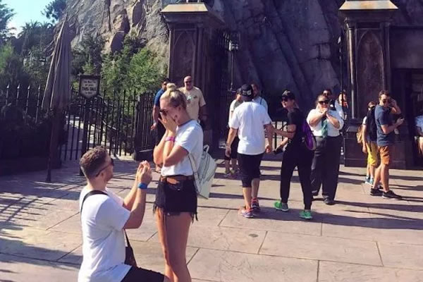 This couple got engaged right outside Hogwarts Castle!