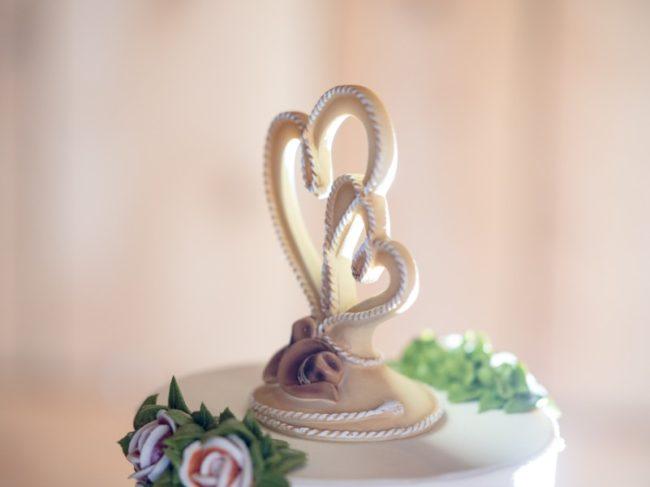 How to Achieve a Mint Green Wedding Theme - wedding cake