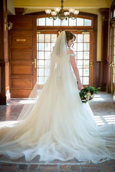 Orlando Real Wedding - Orlando Perfect Wedding Guide  - bride