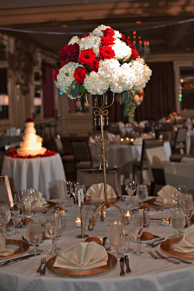 pinspotting a centerpiece - lighting for your wedding - making your wedding centerpieces pop
