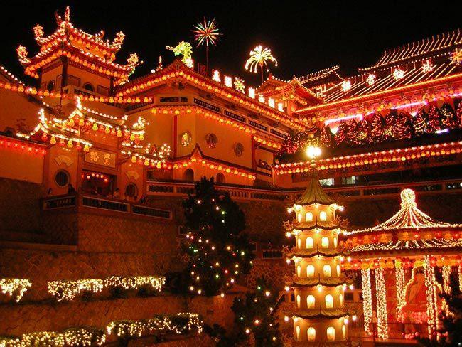 best-long-haul-honeymoon-destinations-Ke_Lok_Si_Illuminations_01