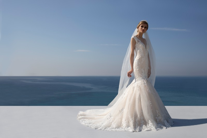 stunning-bridal-wedding-dress-alterations