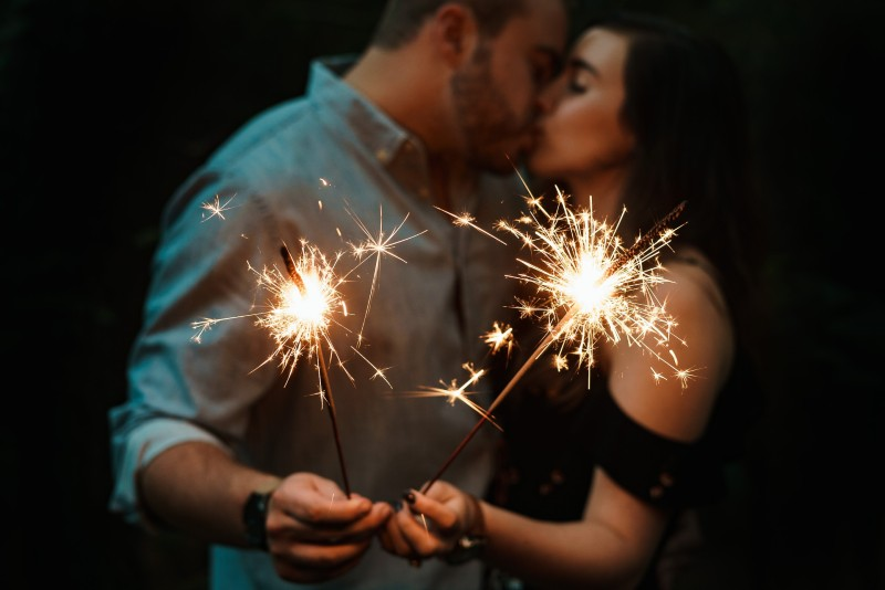 new-years-eve-proposal-ideas-fireworks-sparklers