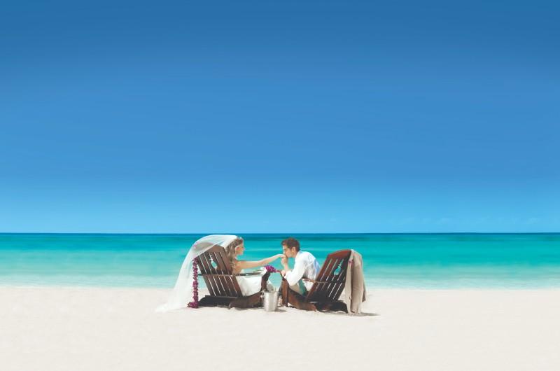 destination-wedding-couple-beach-sandals