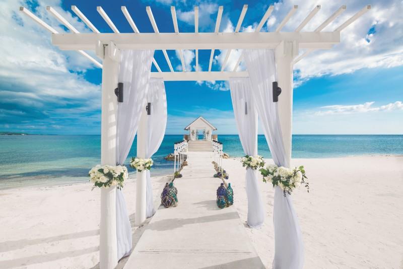planning-a-destination-wedding-sandals-ceremony