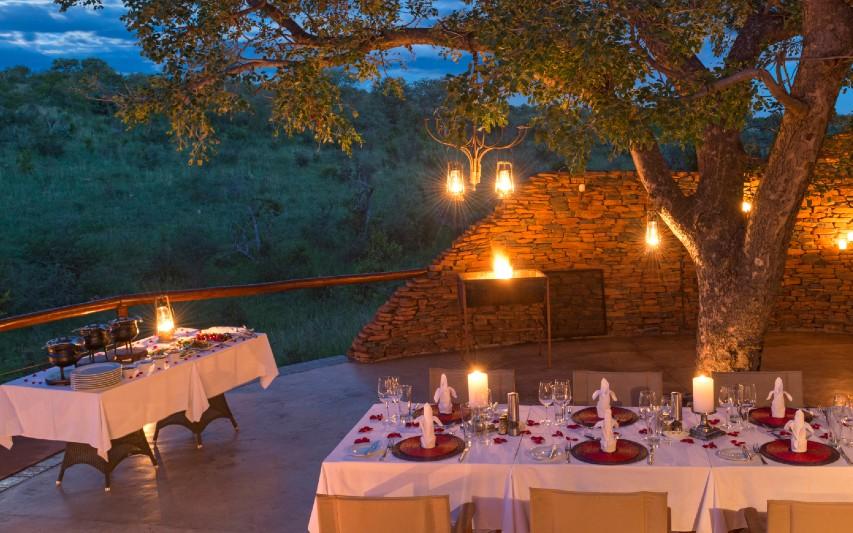 dinner-at-clubhouse-safari-honeymoon