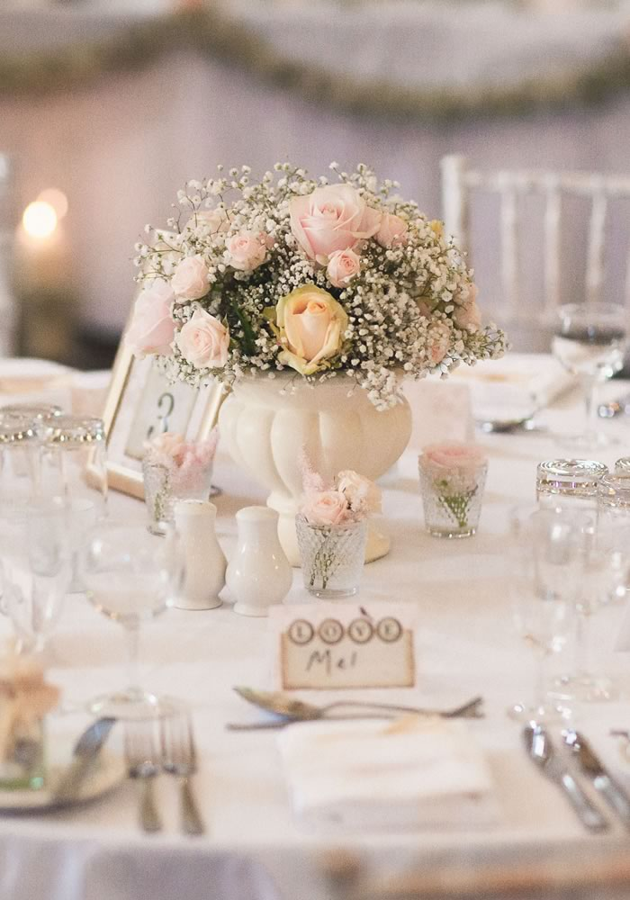 white-wedding-table-styling-ideas-tablescapes
